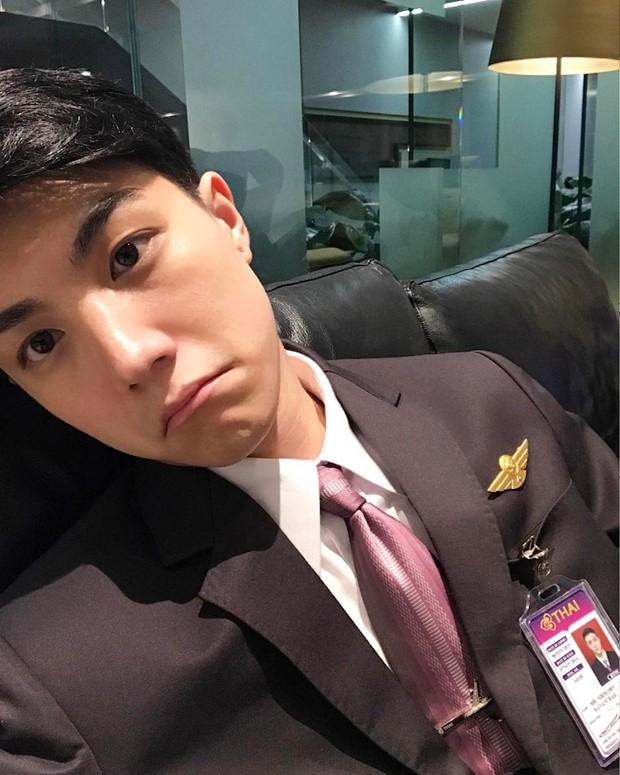 Lộ ảnh thẻ điển trai, tiếp viên hàng không Thái Lan bị fan Việt hỏi bằng được info - Ảnh 3.