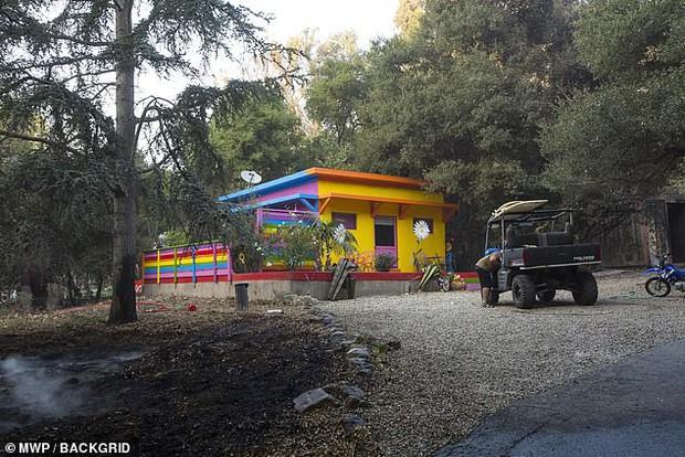 Miley Cyrus cũng mất nhà trong vụ cháy rừng ở California - Ảnh 2.