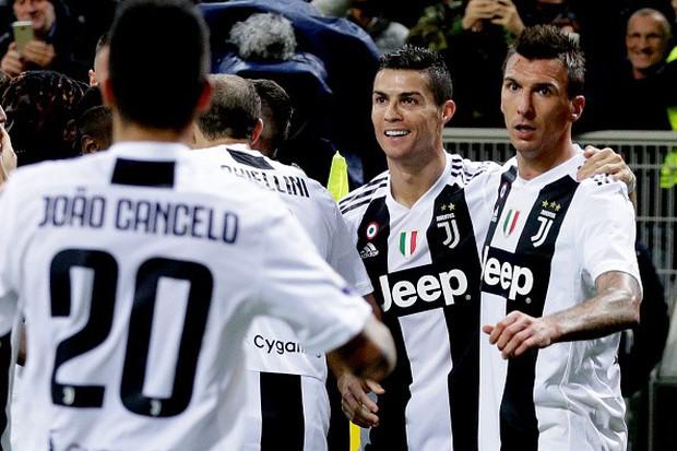 Đá hỏng phạt đền, ăn thẻ đỏ cuối trận, Higuain ngậm ngùi nhìn Ronaldo ghi bàn chôn vùi AC Milan - Ảnh 9.