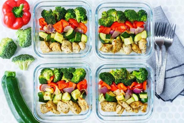 Da khô nổi mụn, bôi kem mãi không khỏi trong thời tiết này, hãy thử Eat Clean ngay để thấy hiệu quả bất ngờ - Ảnh 4.
