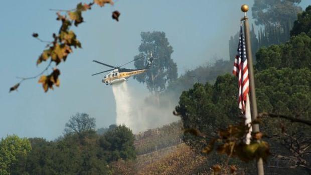 Cháy rừng tại California: Khu nhà giàu thất thủ, hàng loạt dinh thự triệu đô của đại gia và celeb bị thiêu trụi - Ảnh 3.