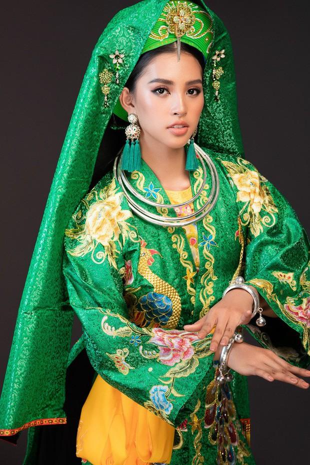 Hoa hậu Tiểu Vy múa điệu Chầu Văn Cô đôi thượng ngàn trong phần thi Dance Of The World - Ảnh 4.