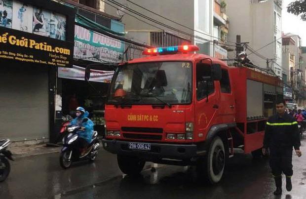 Hà Nội: Thay bình gas bất cẩn gây cháy và nổ kinh hoàng ở ngôi nhà 4 tầng, 2 người bị bỏng nặng - Ảnh 2.