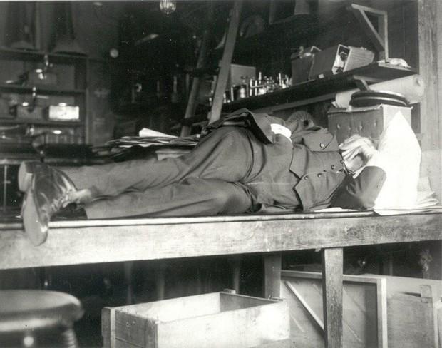 Tiến sĩ Oxford: Học sinh ngủ trong lớp đâu phải vì lười, giáo dục nên coi giấc ngủ như một phần trọng tâm - Ảnh 2.