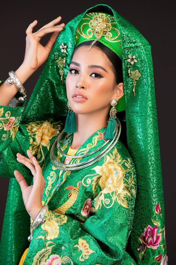 Hoa hậu Tiểu Vy múa điệu Chầu Văn Cô đôi thượng ngàn trong phần thi Dance Of The World - Ảnh 2.