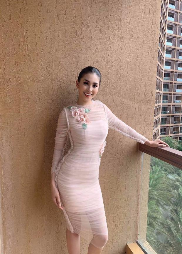 Trần Tiểu Vy gây ấn tượng khi nắm tay đồng đội đi đầu tại Miss World - Ảnh 5.