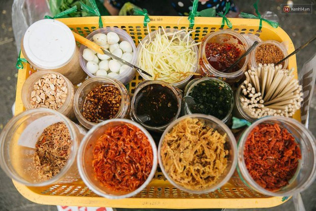 Sài Gòn có những món đếm mãi không hết những loại topping ăn kèm - Ảnh 11.