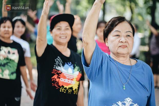 Sung như các cụ bà U80 nhảy Hip hop ở hồ Gươm: Mỗi ngày trồng cây chuối 10 cái, vừa thổi cơm vừa bật nhạc nhảy - Ảnh 5.