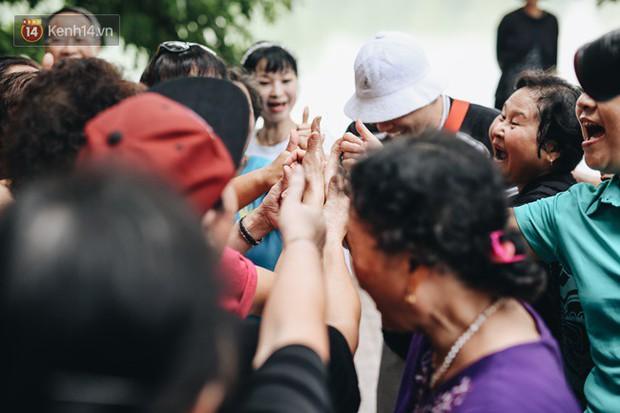 Sung như các cụ bà U80 nhảy Hip hop ở hồ Gươm: Mỗi ngày trồng cây chuối 10 cái, vừa thổi cơm vừa bật nhạc nhảy - Ảnh 7.