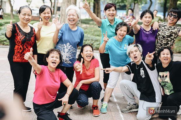 Sung như các cụ bà U80 nhảy Hip hop ở hồ Gươm: Mỗi ngày trồng cây chuối 10 cái, vừa thổi cơm vừa bật nhạc nhảy - Ảnh 12.