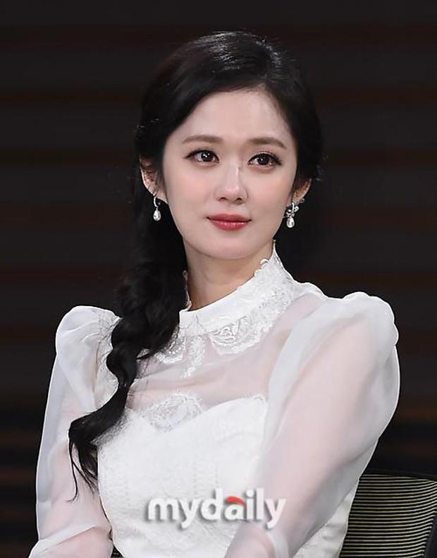 Trong làng giải trí Hàn, không ít yêu tinh trẻ mãi không già trà trộn giữa dàn nam thần nữ thần đình đám - Ảnh 4.