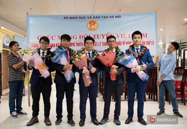 Tấm Huy chương Vàng đầu tiên của ngành Thiên văn Việt Nam và câu chuyện về hành trình chẳng dễ dàng phía sau - Ảnh 1.
