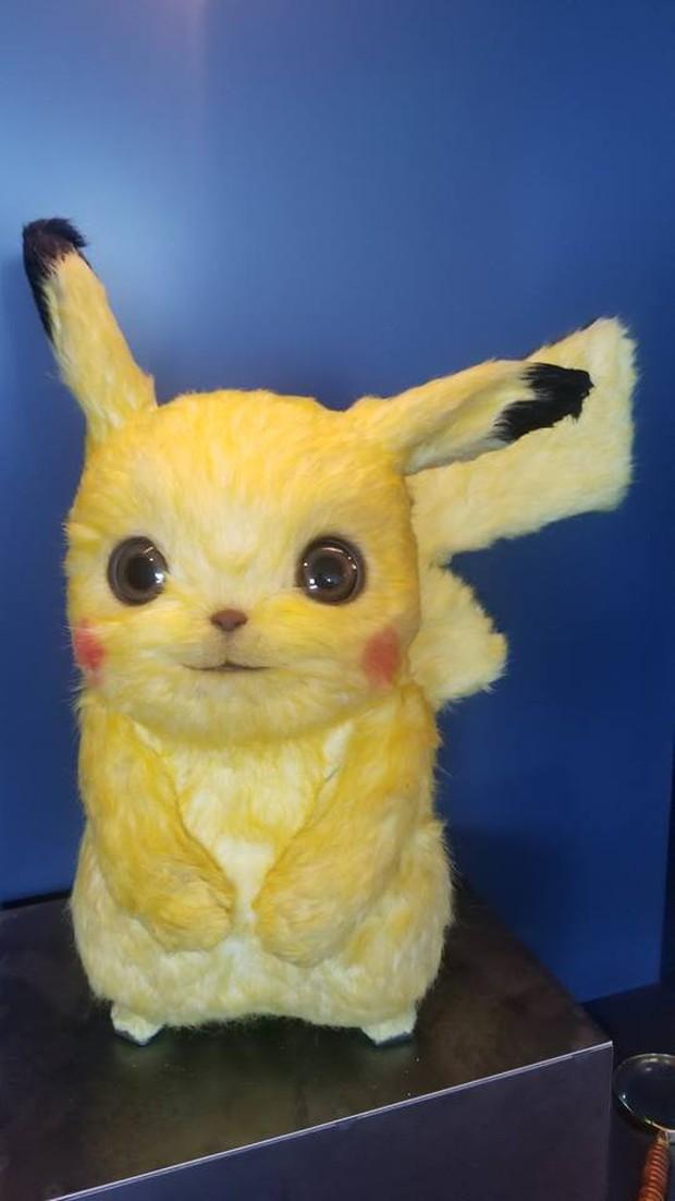 Lên phim mềm mượt đáng yêu là thế nhưng tượng mẫu của Pikachu ngoài đời gây hoảng hồn vì xơ xác như chuột đồng - Ảnh 1.