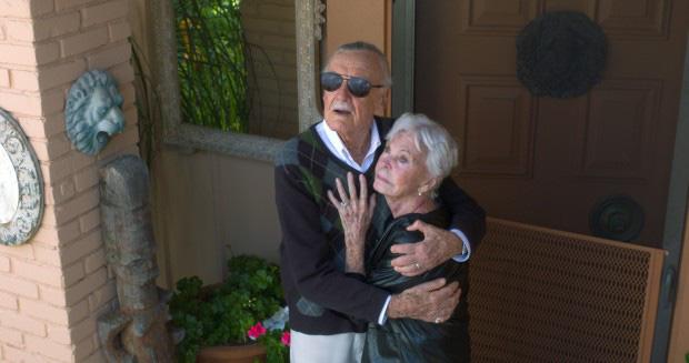 Mối tình kỳ diệu nhất Hollywood của Stan Lee: Yêu từ khi chưa gặp mặt, mất 2 tuần để đập chậu cướp hoa rồi bên nhau 70 năm không rời - Ảnh 6.