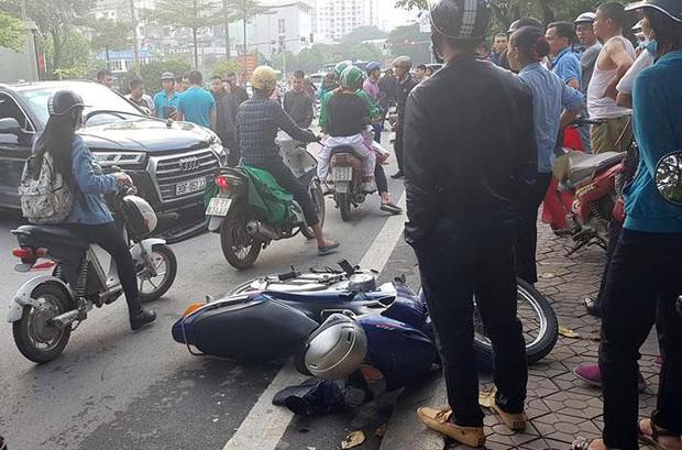 Vụ xe sang lùi vùn vụt trên phố Hà Nội: Sau khi đâm trúng xe máy, ô tô lùi mất kiểm soát rồi gây tai nạn liên hoàn - Ảnh 3.