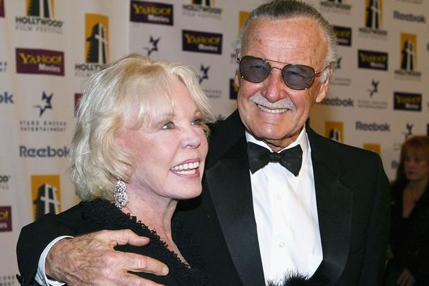Mối tình kỳ diệu nhất Hollywood của Stan Lee: Yêu từ khi chưa gặp mặt, mất 2 tuần để đập chậu cướp hoa rồi bên nhau 70 năm không rời - Ảnh 8.