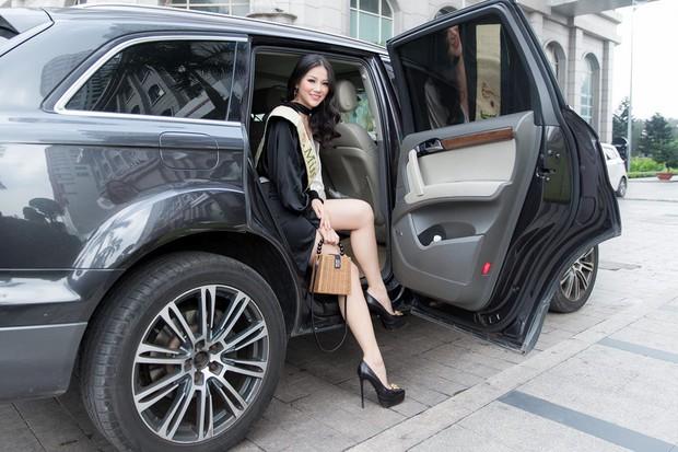 Phương Khánh và Hương Giang: 2 Hoa hậu chiến thắng oanh liệt nhất đã có cuộc đối đầu nảy lửa - Ảnh 3.