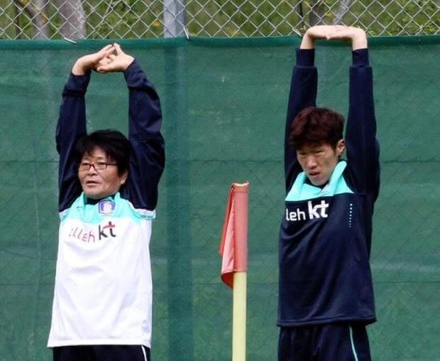 Thần y người Hàn Quốc sang chi viện cho tuyển Việt Nam trước trận đấu với Malaysia - Ảnh 8.