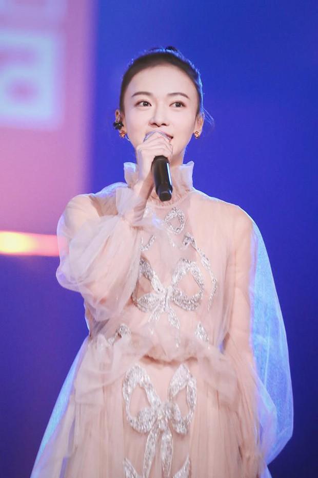 """Quan trọng là thần thái: Diện váy đắt gấp 7 lần Tần Lam, Ngô Cẩn Ngôn vẫn không có """"cửa"""" nổi hơn? - Ảnh 7."""