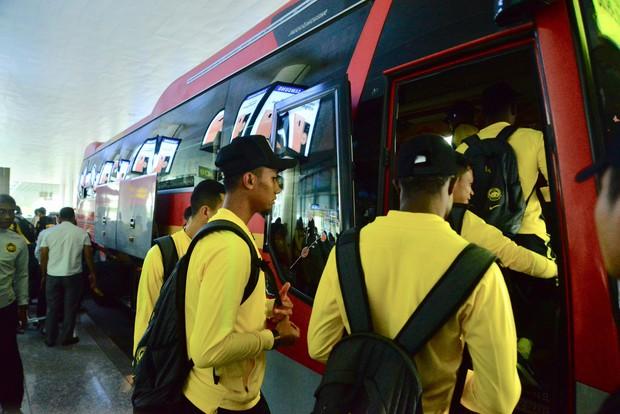 Đội tuyển Malaysia gặp sự cố ngay khi vừa đặt chân đến Việt Nam - Ảnh 2.