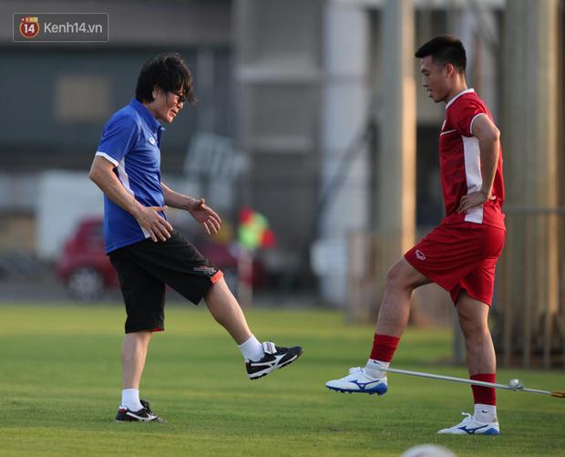 Thần y người Hàn Quốc sang chi viện cho tuyển Việt Nam trước trận đấu với Malaysia - Ảnh 4.