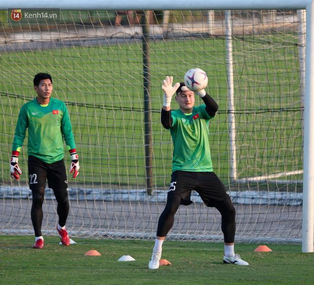Thần y người Hàn Quốc sang chi viện cho tuyển Việt Nam trước trận đấu với Malaysia - Ảnh 9.