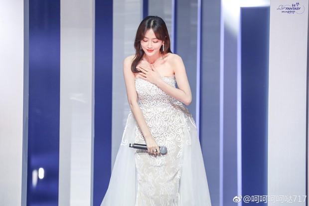 """Quan trọng là thần thái: Diện váy đắt gấp 7 lần Tần Lam, Ngô Cẩn Ngôn vẫn không có """"cửa"""" nổi hơn? - Ảnh 3."""
