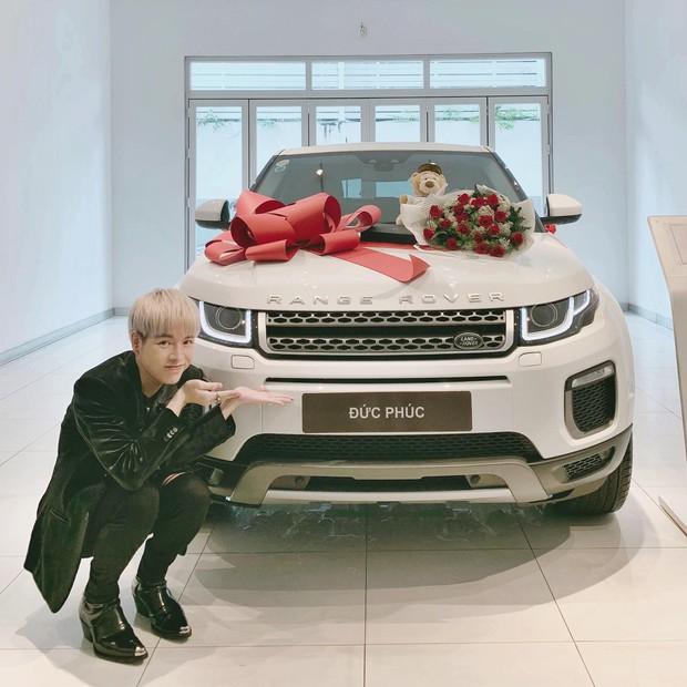 Đức Phúc vừa mới tậu xe, Hoà Minzy không đòi khao rửa xe mà vội vào... đòi nợ ngay 6 triệu! - Ảnh 1.