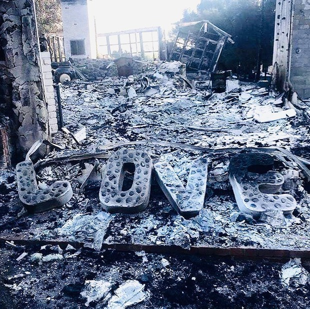 Liam Hemsworth xúc động đăng ảnh nhà tan hoang, cùng Miley quyên góp 11 tỷ giúp nạn nhân vụ cháy ở California - Ảnh 1.