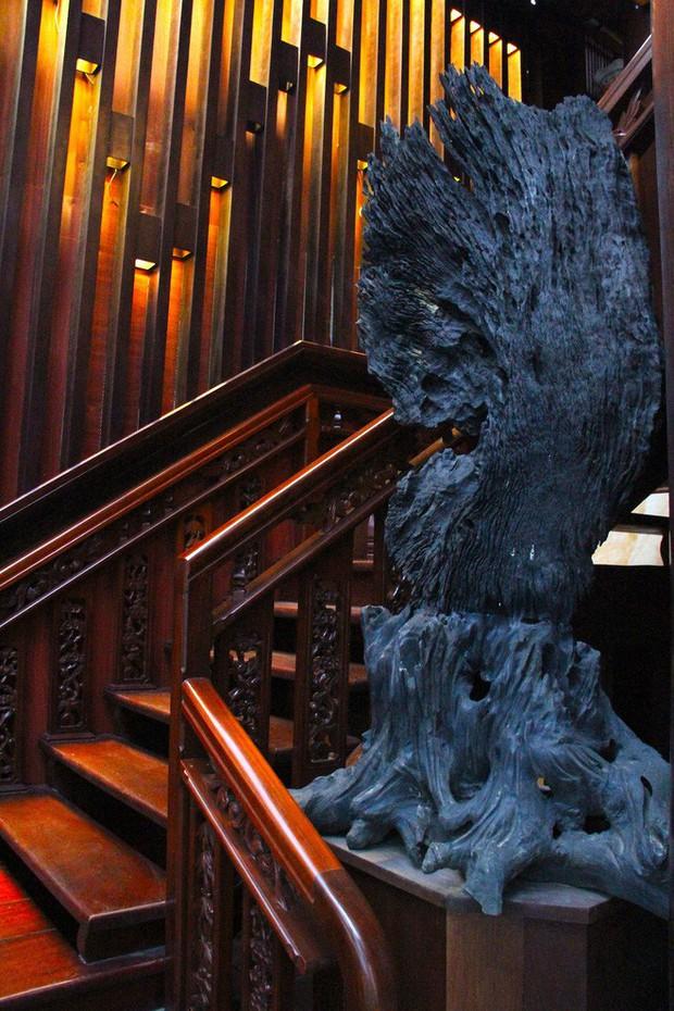 Ngắm cảnh xa hoa bên trong ngôi nhà gỗ trăm tỷ của đại gia Hà Tĩnh - Ảnh 11.