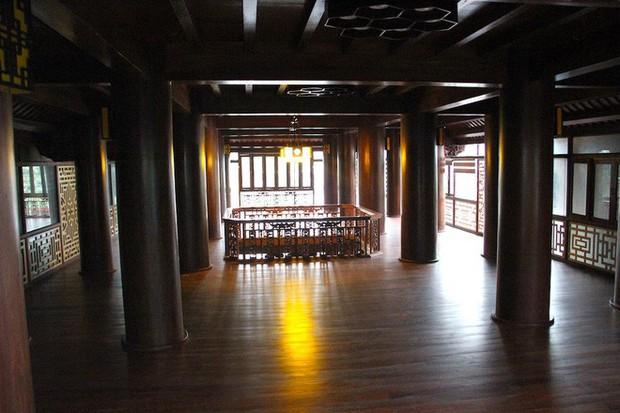 Ngắm cảnh xa hoa bên trong ngôi nhà gỗ trăm tỷ của đại gia Hà Tĩnh - Ảnh 4.