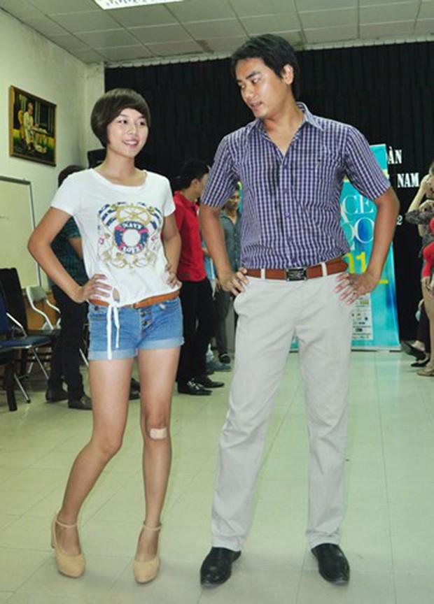 Bất ngờ với nhan sắc soái ca của diễn viên đóng bố dượng Quỳnh Búp Bê trong loạt ảnh thời trai trẻ - Ảnh 3.