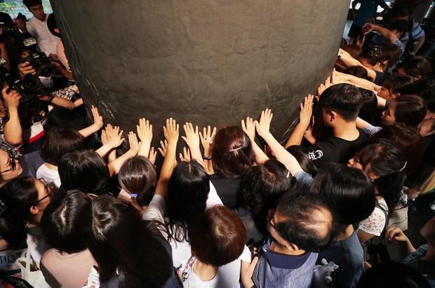 Những điều kỳ dị chỉ có trong kỳ thi ĐH ở Hàn Quốc: Tặng giấy vệ sinh để giải quyết đề nhanh gọn, ngủ quá 4giờ/ngày là thi trượt - Ảnh 3.
