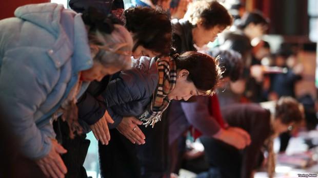 Những điều kỳ dị chỉ có trong kỳ thi ĐH ở Hàn Quốc: Tặng giấy vệ sinh để giải quyết đề nhanh gọn, ngủ quá 4giờ/ngày là thi trượt - Ảnh 9.