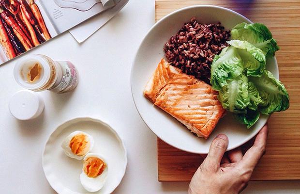 Ăn ít mà vẫn tăng cân vù vù, nguyên nhân có thể là do bạn đang gặp phải những vấn đề sức khỏe sau - Ảnh 2.