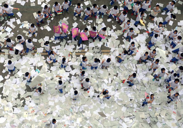 Gaokao - kỳ thi ĐH khốc liệt nhất thế giới ở Trung Quốc: Gian lận phạt tù 7 năm, nữ sinh phải uống thuốc hoãn kinh nguyệt để dự thi - Ảnh 11.