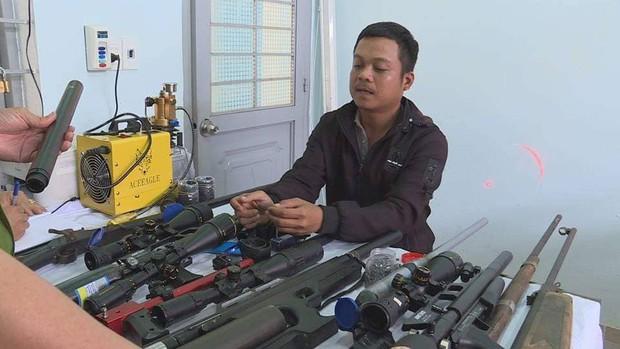Đột kích, triệt phá xưởng chế tạo hàng loạt súng khủng ở Đắk Lắk - Ảnh 2.