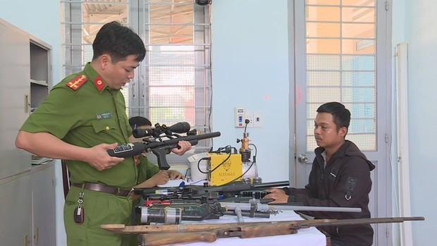 Đột kích, triệt phá xưởng chế tạo hàng loạt súng khủng ở Đắk Lắk - Ảnh 3.