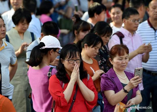 Gaokao - kỳ thi ĐH khốc liệt nhất thế giới ở Trung Quốc: Gian lận phạt tù 7 năm, nữ sinh phải uống thuốc hoãn kinh nguyệt để dự thi - Ảnh 7.