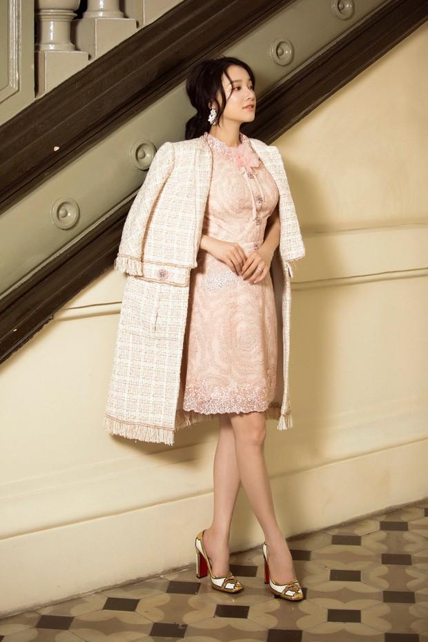 Nhã Phương mang thai nhưng vẫn xinh đẹp, nuột nà trong bộ ảnh mới - Ảnh 2.