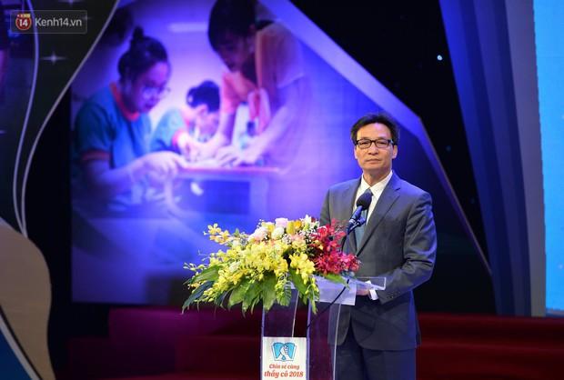 Xúc động buổi lễ tuyên dương 48 thầy cô giáo dạy học sinh khuyết tật trong chương trình Chia sẻ cùng thầy cô 2018 - Ảnh 2.