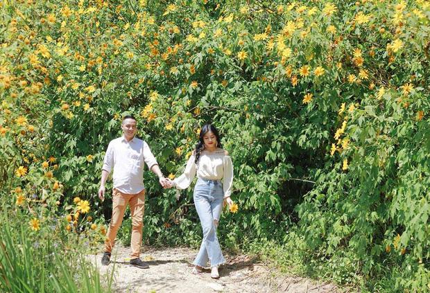 Trước khi công bố chia tay, MC Hoàng Linh vẫn liên tục cập nhật hình ảnh hạnh phúc với hôn phu lên Facebook - Ảnh 15.