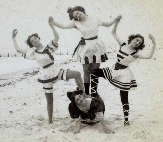 Chụp ảnh 100 năm trước: Nếu cho rằng người xưa chỉ biết ngồi thẳng lưng chụp ảnh thì hãy xem những dáng pose đỉnh cao này - Ảnh 5.