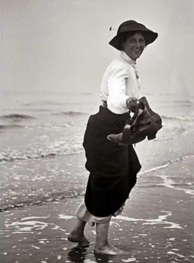Chụp ảnh 100 năm trước: Nếu cho rằng người xưa chỉ biết ngồi thẳng lưng chụp ảnh thì hãy xem những dáng pose đỉnh cao này - Ảnh 8.
