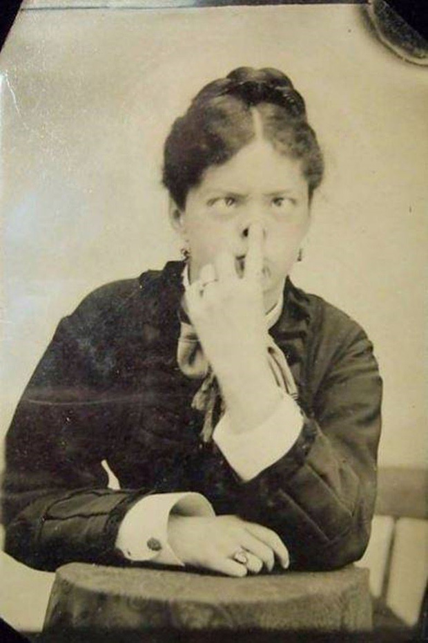 Chụp ảnh 100 năm trước: Nếu cho rằng người xưa chỉ biết ngồi thẳng lưng chụp ảnh thì hãy xem những dáng pose đỉnh cao này - Ảnh 13.