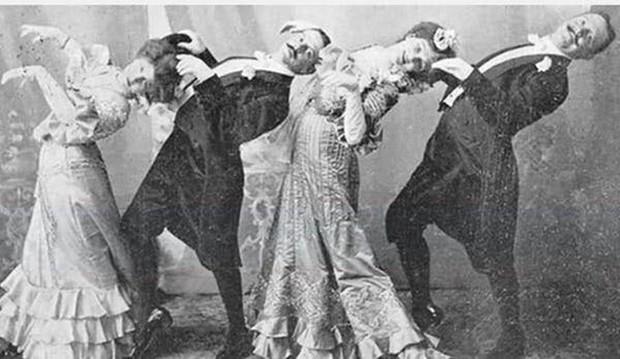 Chụp ảnh 100 năm trước: Nếu cho rằng người xưa chỉ biết ngồi thẳng lưng chụp ảnh thì hãy xem những dáng pose đỉnh cao này - Ảnh 16.