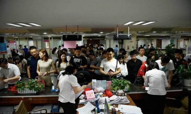 Gaokao - kỳ thi ĐH khốc liệt nhất thế giới ở Trung Quốc: Gian lận phạt tù 7 năm, nữ sinh phải uống thuốc hoãn kinh nguyệt để dự thi - Ảnh 8.