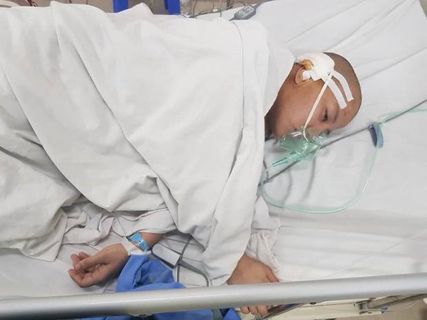 Người mẹ mắc bệnh u não bị đẻ rơi trên taxi rồi rơi vào tình trạng nguy kịch - Ảnh 3.