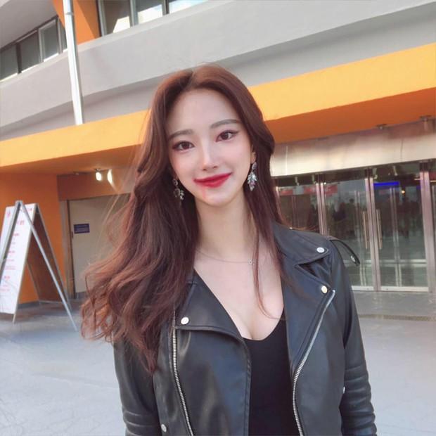 Bỏng mắt trước bạn gái kém 21 tuổi của cha đẻ BTS: Ngực siêu khủng, sexy khó tin, lại còn sống xa hoa - Ảnh 5.