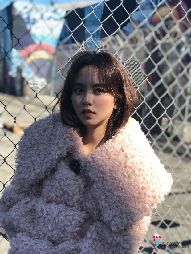 Nhan sắc đời thực của sao nhí một thời Kim So Hyun: Đẹp rực rỡ dù ảnh chưa chỉnh, bất ngờ nhất là đôi chân - Ảnh 1.